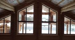 Остекление загородного дома. Нестандартные окна.