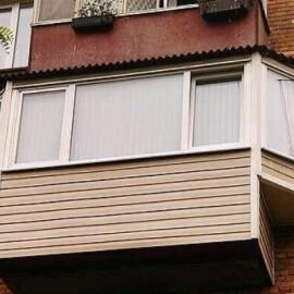Расширение балкона и отделка сайдином