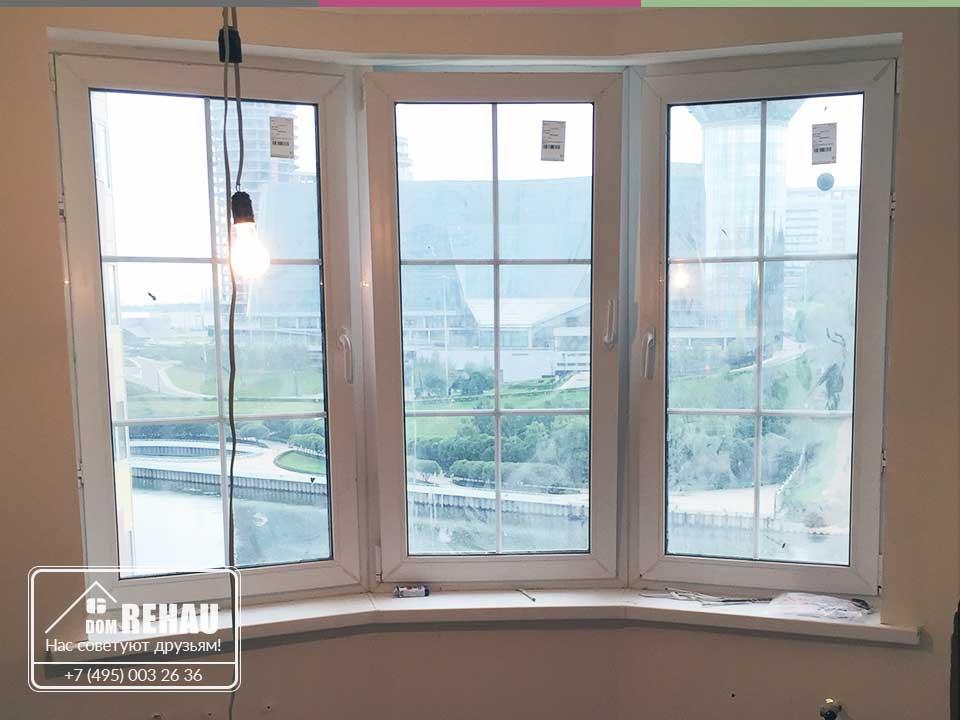 Монтаж окон Рехау и остекление балкона в пол