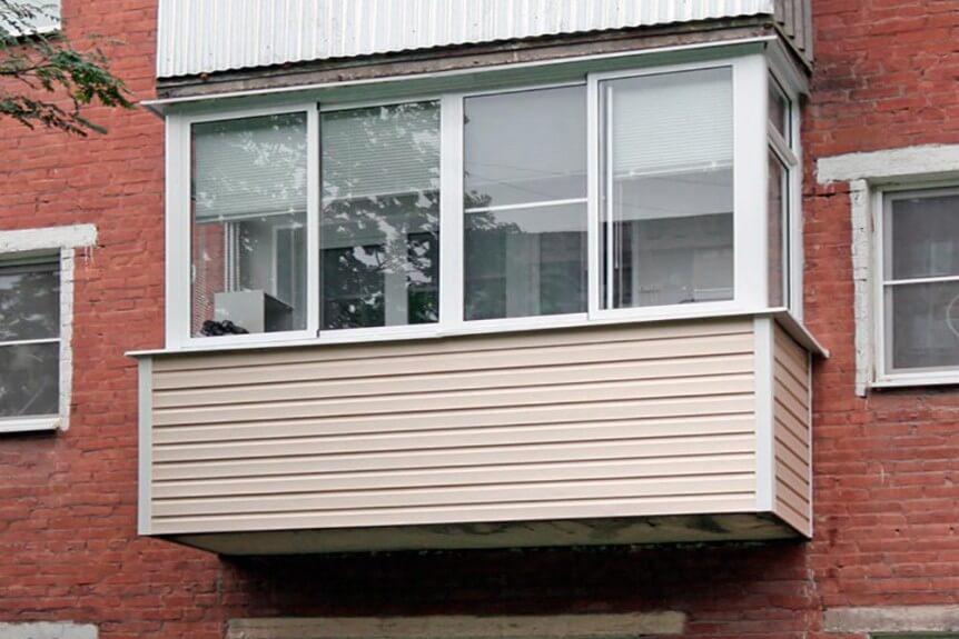 Какой материал выбрать для внутренней отделки балкона?